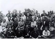 Julian Ochnik z młodzieżą i nauczycielami /1949/