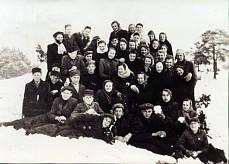 Julian Ochnik z młodzieżą i nauczycielami /1950/
