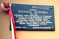 Tablica pamiątkowa wmurowana na budynku Szkoły Podstawowej w Szynkielowie