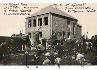 Rok 1938, młodzież wraz z nauczycielem Władysławem Pełką porządkuje plac wokół budowanej szkoły
