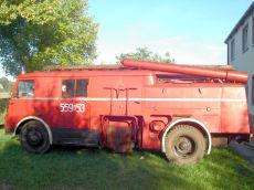 WÓZ  STRAŻACKI wyprodukowany w roku 1959 przez Jelczańskie Zakłady Samochodowe