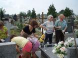 Porządkowanie grobu Borzowa (do niedawna grobu NN)